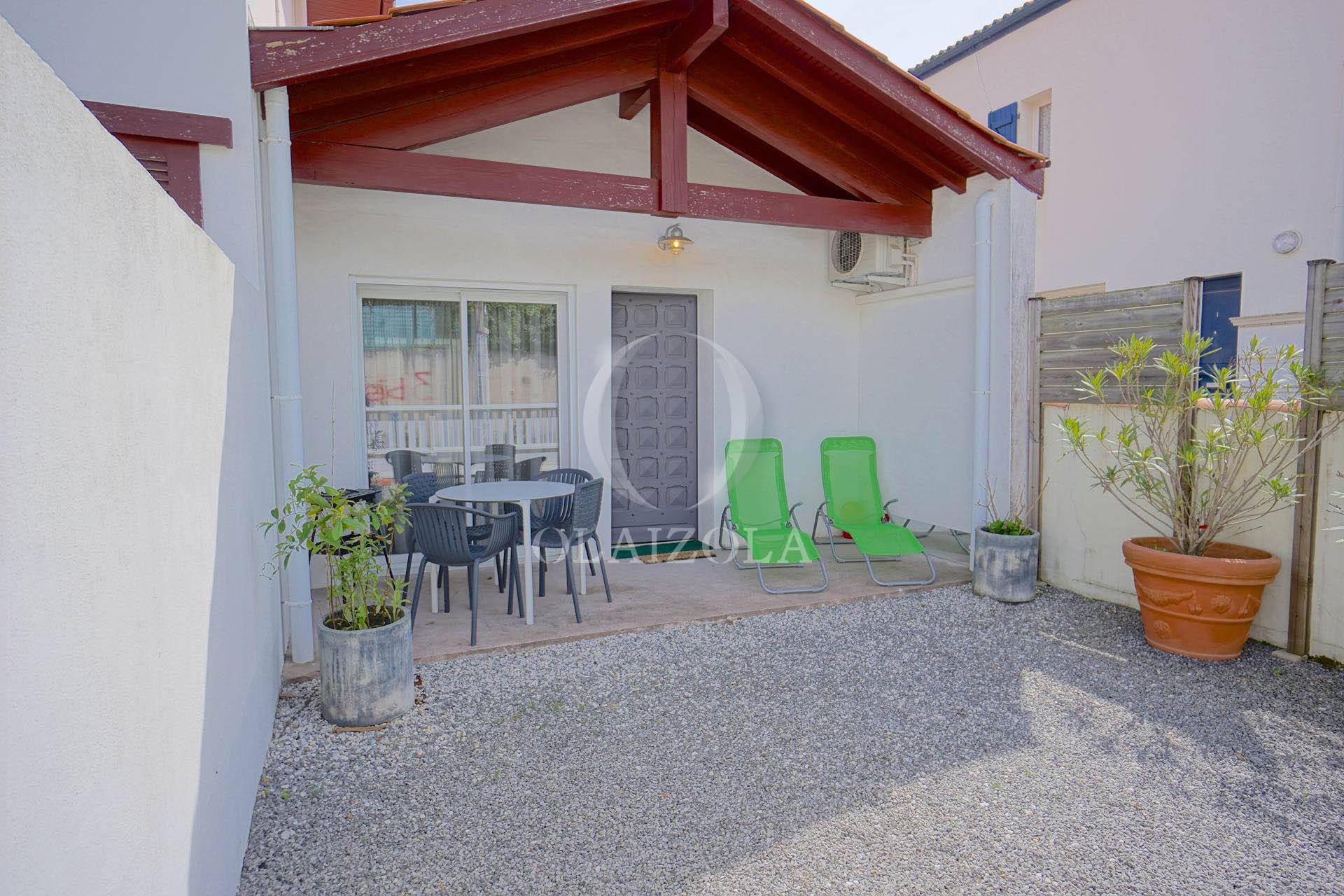 Cot maison neuve location vacances villa la maison et sa for Agence de location maison